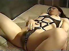 Video du Japon à 128 BDSM Salope dans sa cage