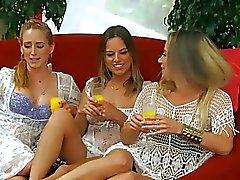 Los pumas lesbianas les encanta complacer y obtener kinky