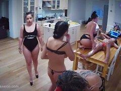teens nackt in der kuche