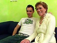 Alemán Mom llamó hijastro de la ver Porno y contribuye a