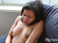 Yanks Lina Bembe's Quick Clit Diddling Action