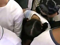 Garota tímida groped e utilizado num trem