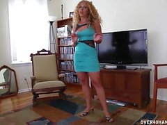 Horny Step-Mom Knows How To Jerk