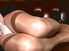 Travesti Carresa Cums en Negro and Tan
