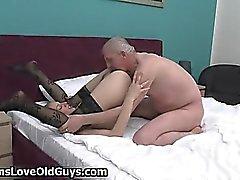 Horny grått gamla mannen älskar slickade en tight