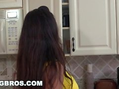 BANGBROS - Stepson golpea a su GF Ava Taylor y Stepmom Lisa Ann (smv13200)