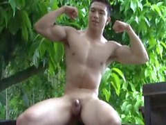 18yo Hawaiian Jock wanks outside