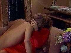 Человек по доставке Том Байрон Докладывает сперму на ее лице