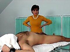 Sonia infâme anglais mature dame montre ses énormes jarres