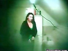 Скрытая камера записи Толстая подругой