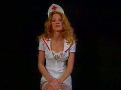 De l'étudiante l'infirmière trashy se sucent et baisent