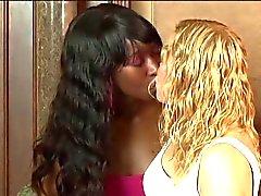 Stacy en Liv Interraciaal Lez