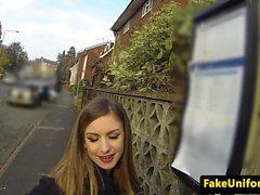 İngiliz amatör polis kaputuna kıçını tıkadı