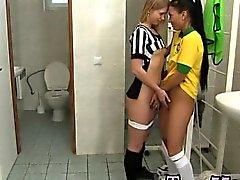 Jogador brasileiro perfuração do juiz