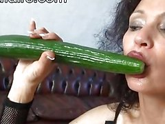 Michaela O brillante - Cetriolo dildo