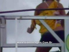 No Brasil calcinha n&atilde_o se tira, arranca-se.