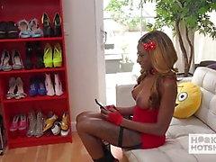 Sexy ragazza nera con tette enormi brutalmente scopata dalla data