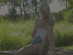 Beauty blonde partir Suède contact le clito