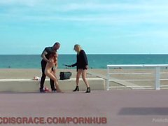 Big Tittied Brunette Shocked ja nai ulkoilu