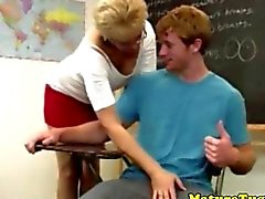 Spex зрелый учителем вытягивать подростки напряженный член