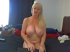 Este Whore Mature tem grandes Boobs