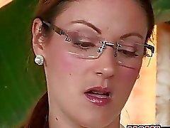 Sexy stiefmoeder Ava Hardy leert paar