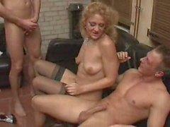 Group sex Fest für ein reife Dame