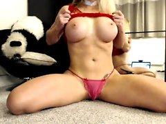 Cute Busty Babe Shows Off Boobs In Bikini
