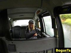 Kähärä bigtitted lapsi annetaan cabbie leväperäinen bj
