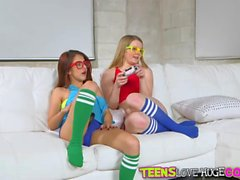 Horny babes Lexxxus and Vannessa loves to fuck