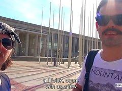 BUMS BUS - Hot tjeckiska blonda Karol Lilien knullas av amatör kille i van
