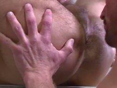 Junger Arzt wird von einem heißen Muskel Papa auf seiner ersten day..Jamesxxx7 gefickt