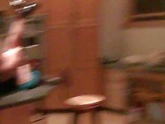 Partytime Muschi lecken in der Küche und
