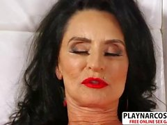 Madura, no la madre Rita Daniels, le da a Mamá, un buen amigo conmovedor