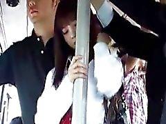 Giapponese di simpatico scolara ottiene fuking in degli autobus