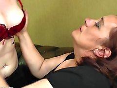 Kinky Mature Mamma Licks und fickt nicht die Tochter