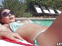 Mofos - Partie anal côté piscine