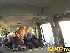 FakeTaxi Lucky taksi şoförü büyük doğal göğüsleri alır