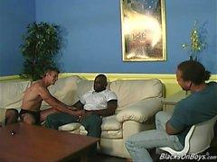 Duktiga fransman får gruppknullas av Hängda svarta män
