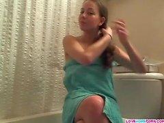 Непослушный подростков девочка в туалете