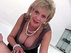Unfaithful anglais dame MILF sonia montre son gigantesque ju