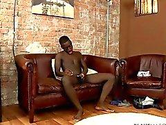 Sportlich Sitz afrikanischen Twink Im arbeitet seinen Stiel