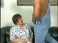 Chubby Granny em meias brancas Fode