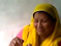 Ama de Índico se la follan