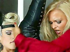 De gloryhole de las lesbianas joder strapon