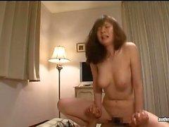 Asiatisk hottie blowjob och hot masturbation
