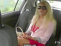 Blondi hihnoja vitun fake taksimatkan