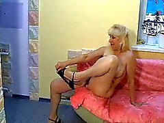 Russian Blondine Behaarte Nina Allein -1