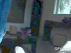 Le POV fumage à chaud hors -GF chatte frotté avec sa culotte sexy
