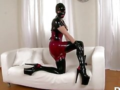 Latex Lucy britannique Dominatrix 2 - Scène 2
